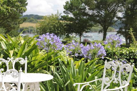 Luxury clapboard cottage with river views, Helford