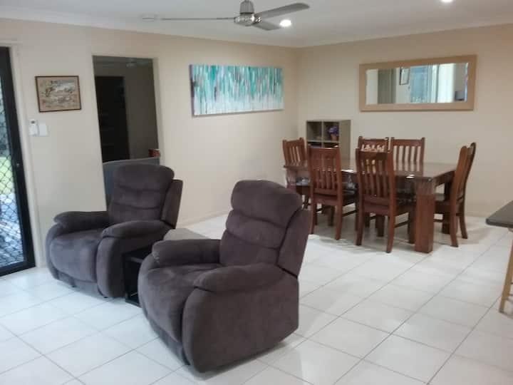Acacia Apartment