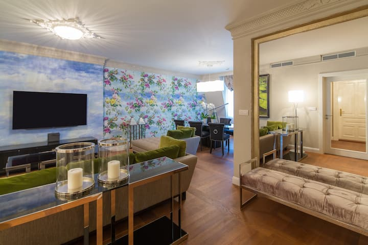 Emerald Luxury Apartment*****
