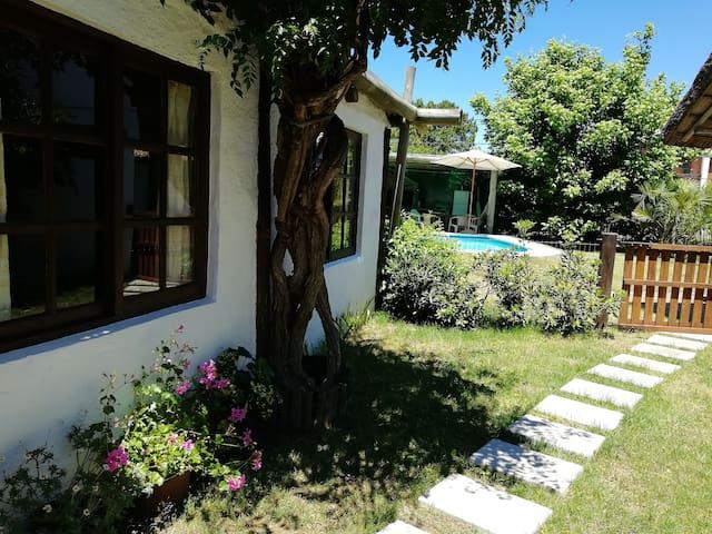Casa con piscina y barbacoa Pda 25 Pinares