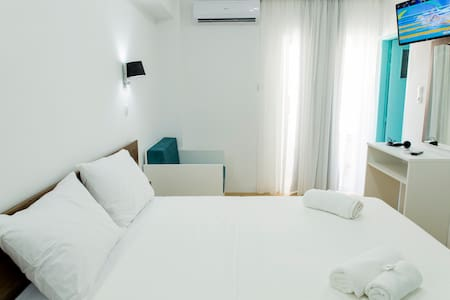 Central Petit Room 15sqm, Free Breakfast Comfy Bed - คิสซามอส