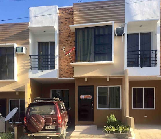 3 Bedroom Townhouse Fast WiFi optional 8-seat Car