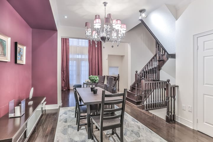 Luxurious Townhouse in heart of Downtown Markham
