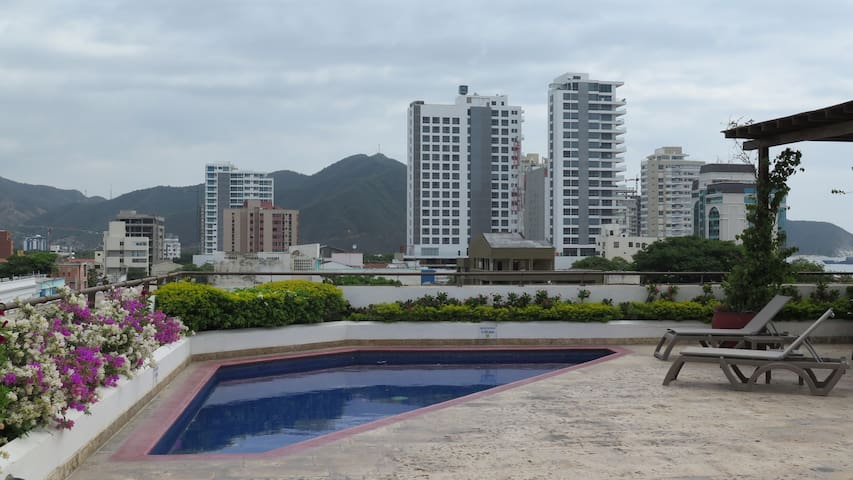 4 Beds apartment with rooftop pool in city center