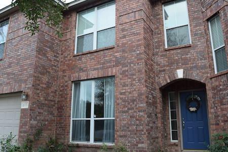 Bright 3br home in NE San Antonio - Universal City