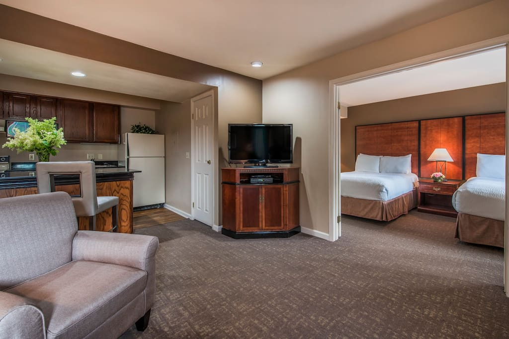 Suite w dbls living room kitchen in dublin ohio united states for The living room dublin tripadvisor