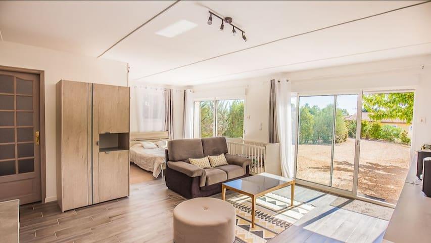 Studio de 40 m2 dans grande maison d'Alès