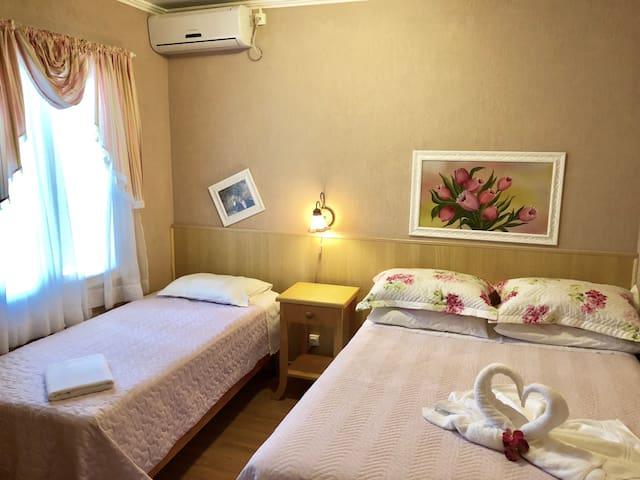 Casa da Cica Suite Rosa - 2 Q da AV Principal