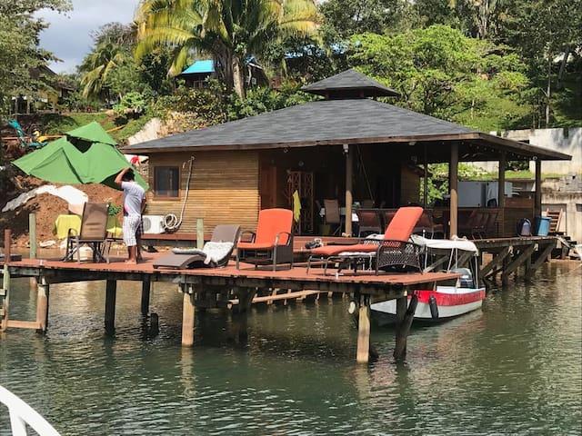 La casa del lago de Rio Dulce