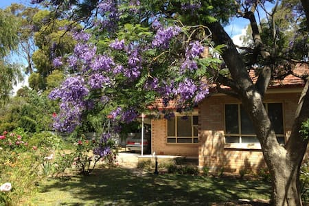 Jacaranda Cottage, Willunga