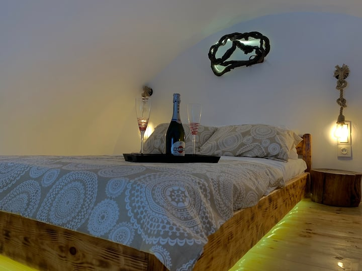 Asera Suite 2 - only 300m. from Kamari Beach