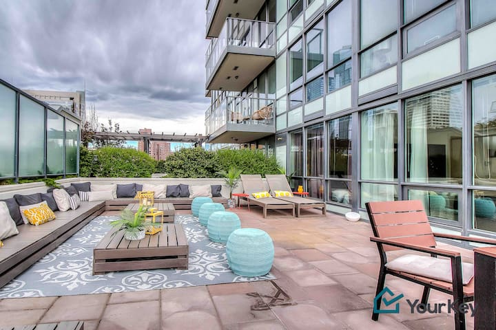 PRIVATE Rooftop in Beautiful Eau Claire + Parking