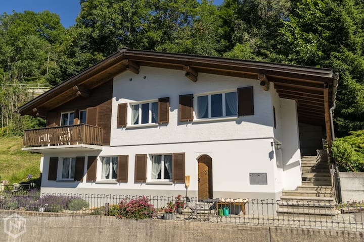 Chalet with amazing views, sleeps 6, with sauna!