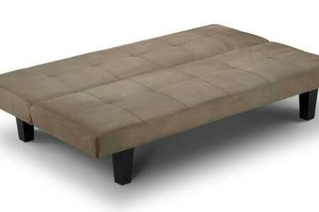 Comfy sofa bed in private room - Bristol