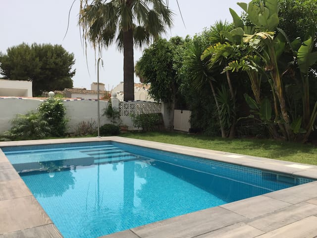 Designer Villa Private Pool - Beach 300m - Netflix
