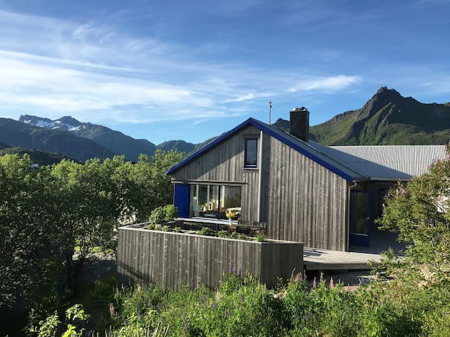 Modern family house in centre of Svolvær - Svolvær - Rumah