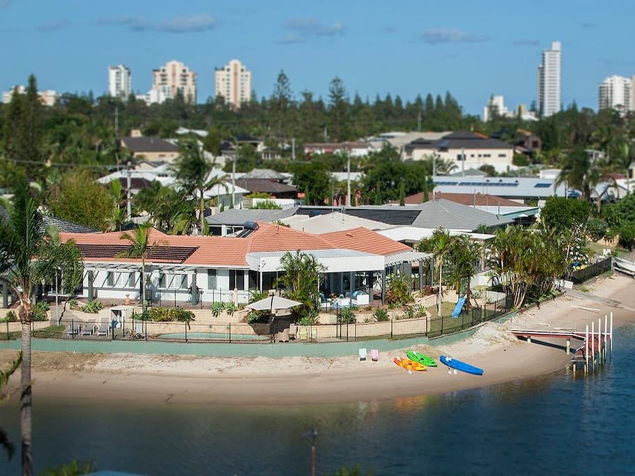 The largest beach of any GC holiday home - fully fenced 60m water frontage