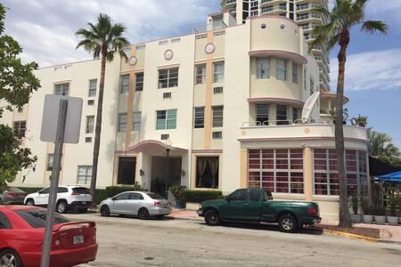 Cozy Oceanfront Studio - Miami Beach - Apartment