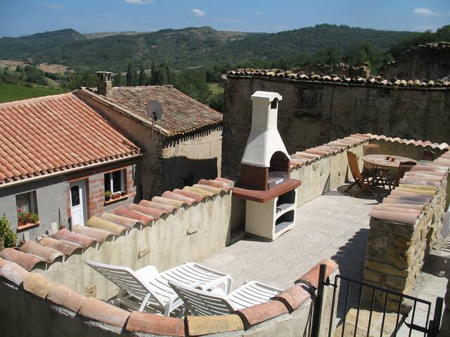 La Petite Maison, in rural deep South France - St Jean de Paracol - House