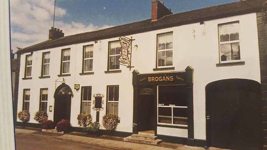 Brogan's Bar & Guesthouse - Trim - Rumah Tamu