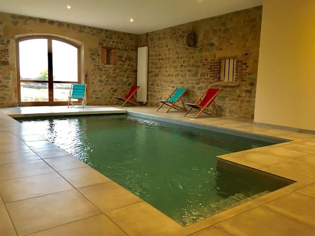 Gite de groupe avec piscine intérieure