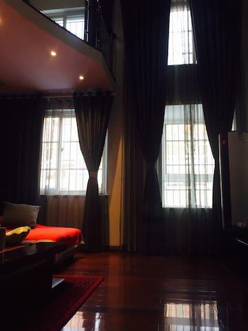 客厅挑高两层