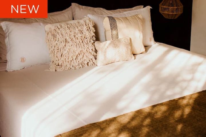 Incredible mattresses, pillows and sheets will make you sleep better than at home. Two king size in two bedrooms and another doble beds in a third bedroom in this amazing apartment.