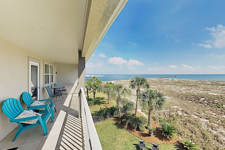 SUMMER BREEZE 35 - Beachfront Condo w/ Balcony
