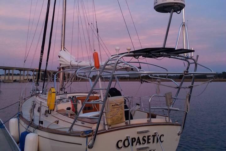 Charming Sailboat Stay - Savannah
