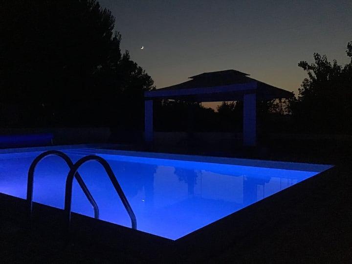 Studio Castanheiro, met gedeeld zwembad en tuin