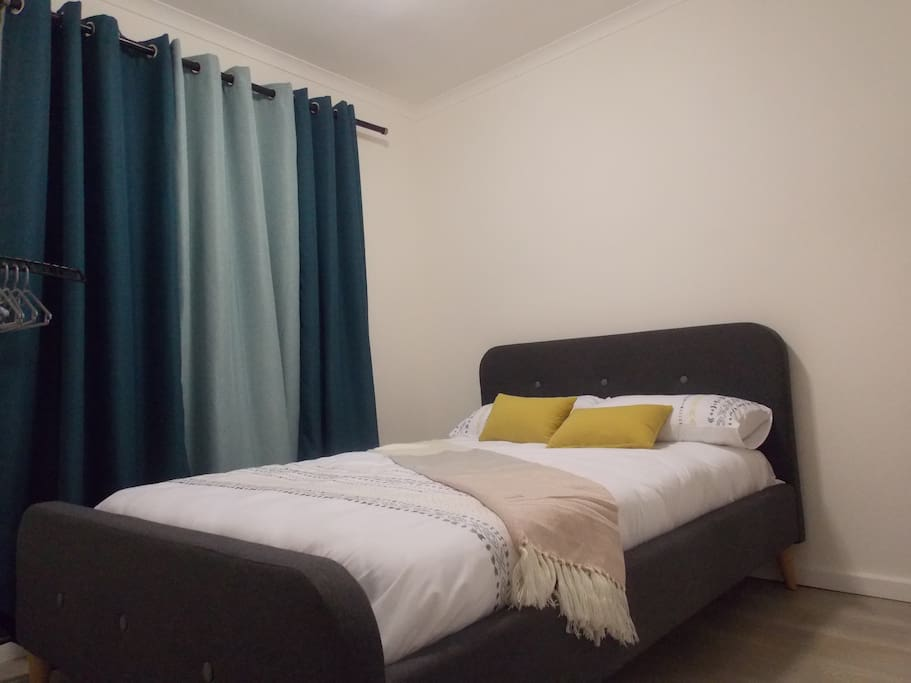 Beautiful double bed with a beautiful view of the mountain