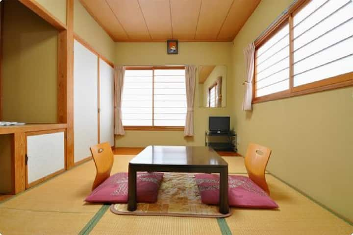 Japanese-style room 6 tatami/room without meals