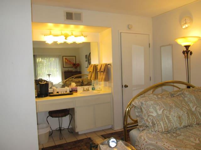 Tranquil, Private Bed/Bath-Lake Murray/San Diego - La Mesa - Condominium