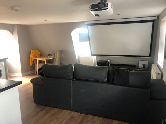 Top floor luxury Apartment 3 min from seafront