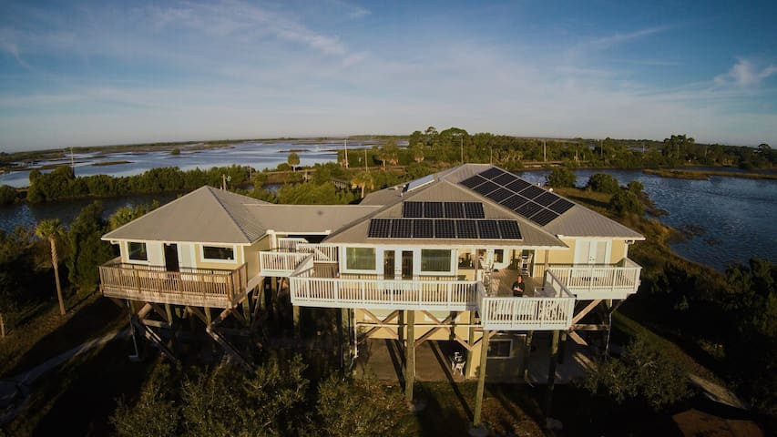 Cedar Cay - Private Pet Friendly Island Retreat