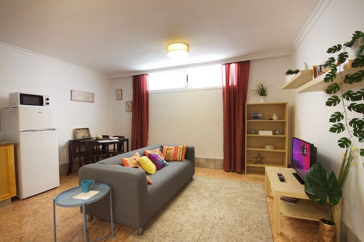 One bedroom apartment semi basement A