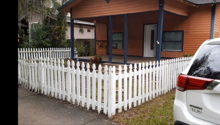 Living Local Bungalow @Downtown Sanford