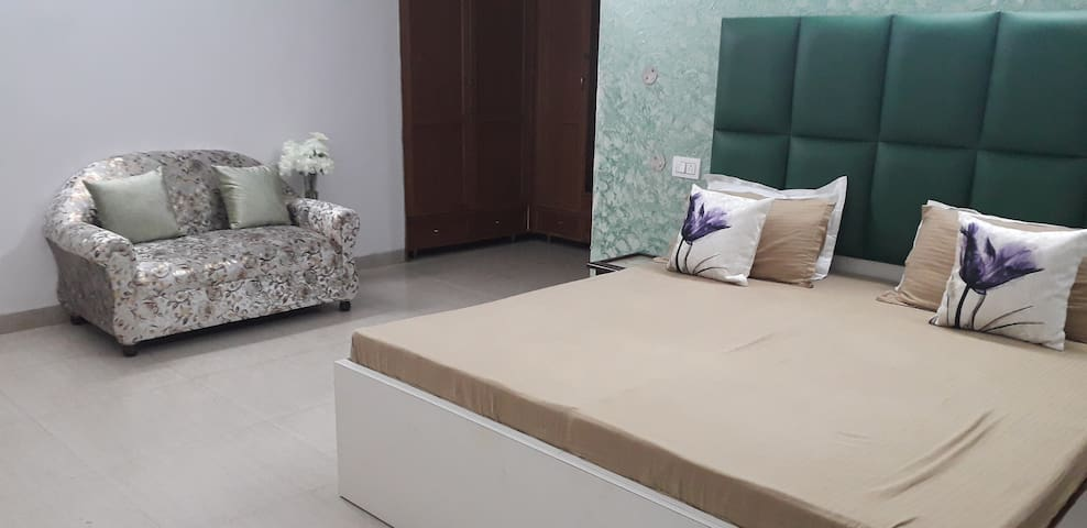 3bhk luxury floor independent