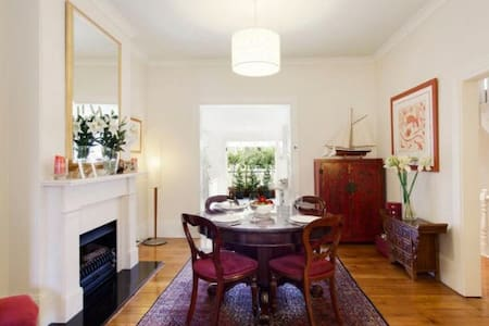 Room in Lovely Surry Hills Terrace - Surry Hills