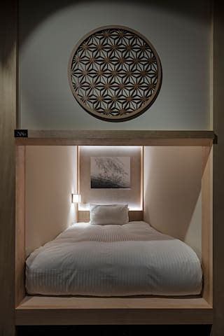 New design capsule hotel (male only, no lock)