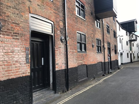 Newly refurbished ground floor studio flat