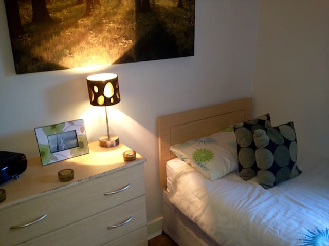 Room with Free Breakfast & Parking - Galway - Daire