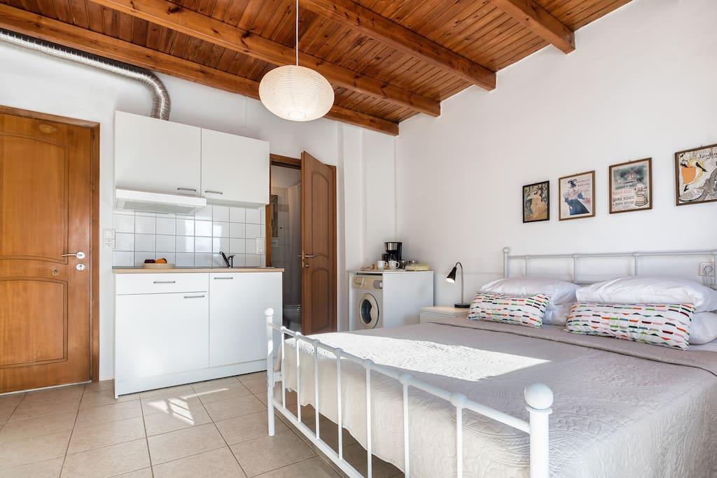 Kitchen Freshly Renovated/Washing Machine/Coffee Machine/Fridge