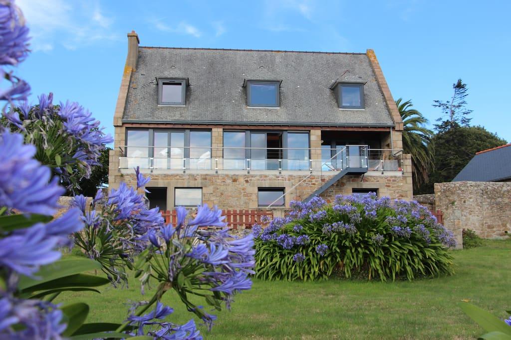 Vue sur mer et jardin grande maison familiale maisons louer le de br hat bretagne france - Location maison jardin ile de france colombes ...