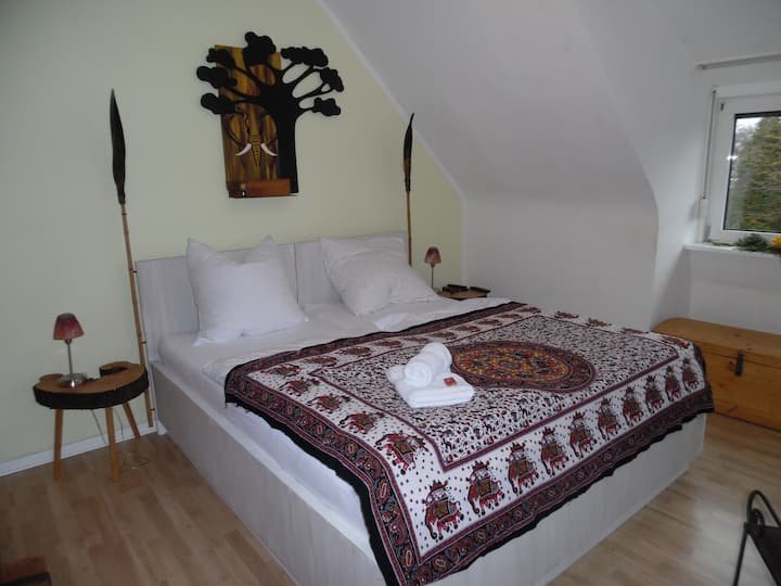 Afrika Zimmer & großer Garten (für max.2 Personen)