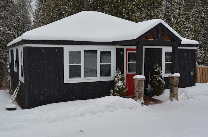 Quaint cottage on Paudash Lake