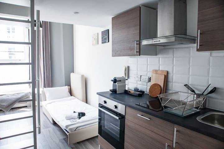 Studio Kensington 3 person, Piccadilly in 10 min