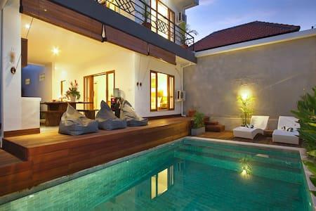 Two br villa, pool, center seminyak - Kuta