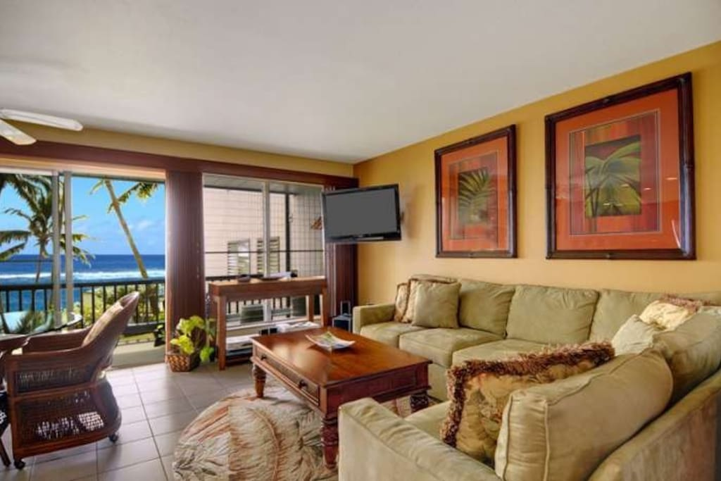 Living Room, Dining Room and Lanai with Ocean View