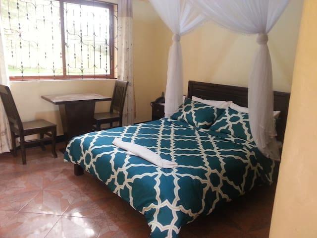 Basecha Garden Lodge - Moshi Urban - Bed & Breakfast